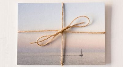 alamar mallorca gift wrap write card schreiben erinnerung relax cuadros art gallery decorationjewelry schmuk kork collar feather papeterie postkarten postcards postales cuadernos aquarell aquarela handpainted design beach bag tote fairtrade souvenir cala mallorca holiday sea swim handbag calm