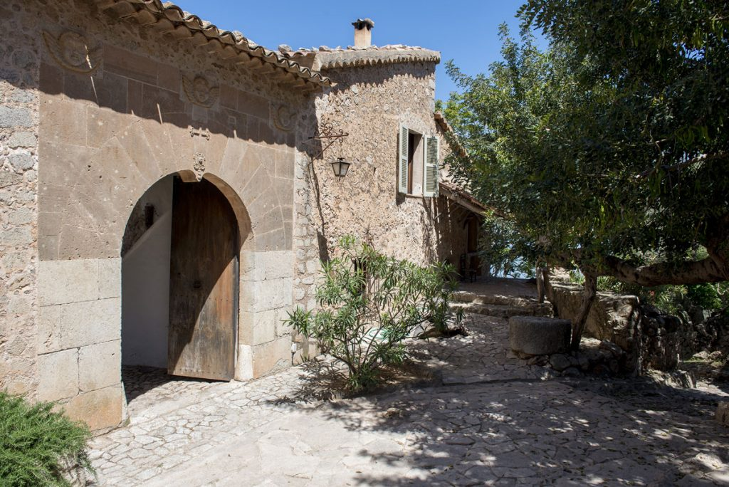 son ru finca monastery retreat exclusive luxury deia holiday resort seaview events special pool garden nature pure calmness hidden escapes secret spots tipps authentic urlaub kloster olivar getaway home private lush green garden