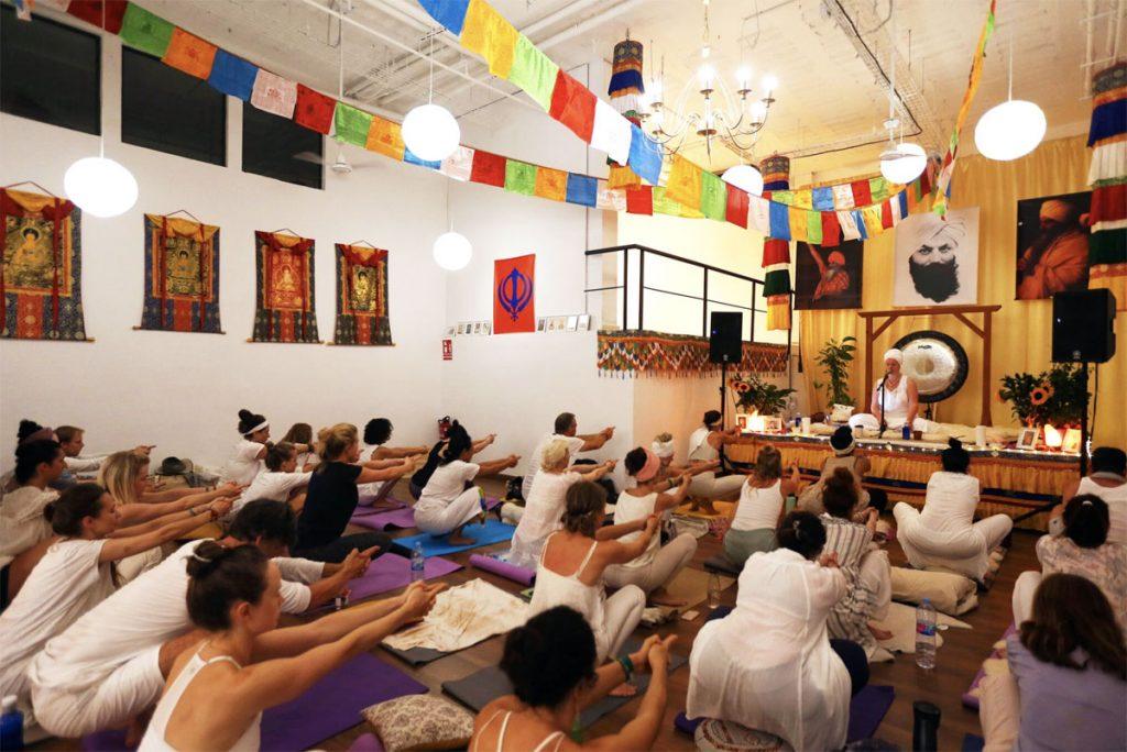 kundalini yoga studio palma de mallorca guru jagat boutique cafe festival plaza white tantra