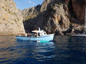 Charterboot an der Küste von Mallorca