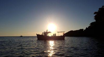 klassisches Charterboot vor der Nordküste Mallorcas