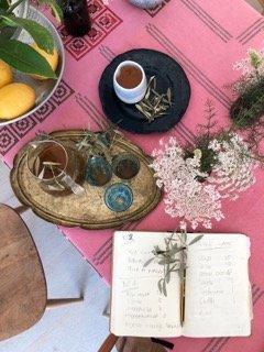 calm calma refresh recharge saludable sano healthy harvest olivenernte organic olive leaf tea mallorca infusion hojas olivo olivenblatt tee bio eco latte dosalquemistas