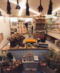 amancay floral design interior shop laden palma mallorca rural hands flowers sustainable selbstgemacht liebe details handarbeit lokal artesanos trockenblumen nachhaltig interiordesign shops lily sielaff