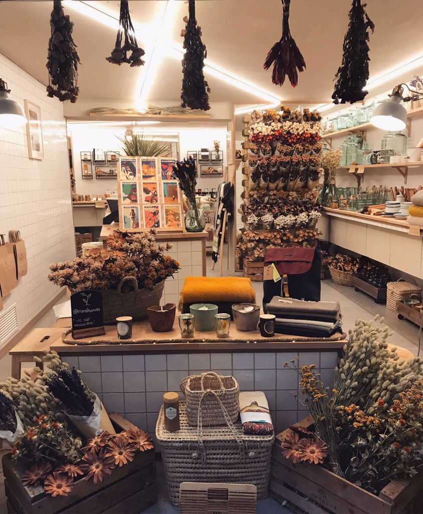 amancay floral design interior shop laden palma mallorca rural hands flowers sustainable selbstgemacht liebe details handarbeit lokal artesanos trockenblumen nachhaltig interiordesign shops lily sielaff