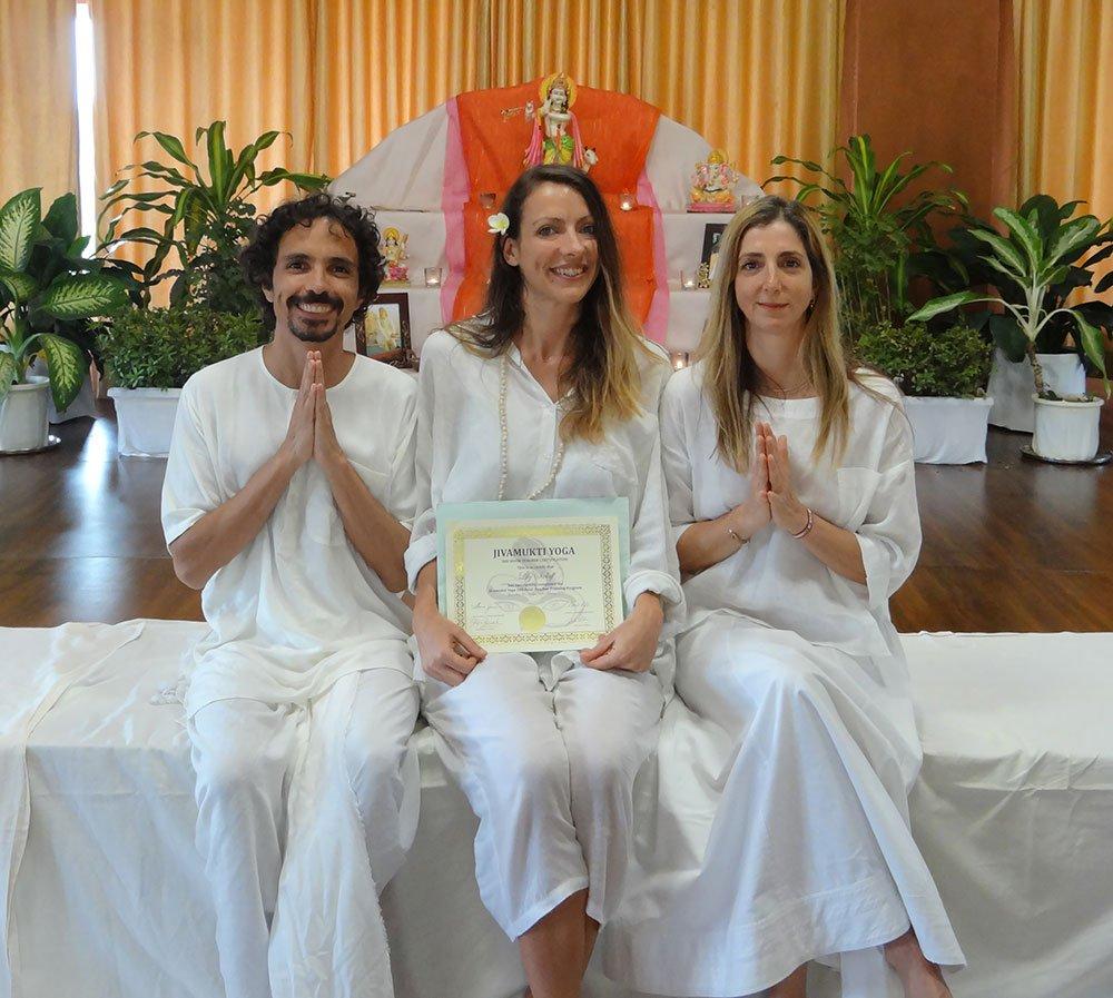 jivamukti yoga mallorca spain lily sielaff vinyasa flow private classes rima rabbath jules febre teacher training india