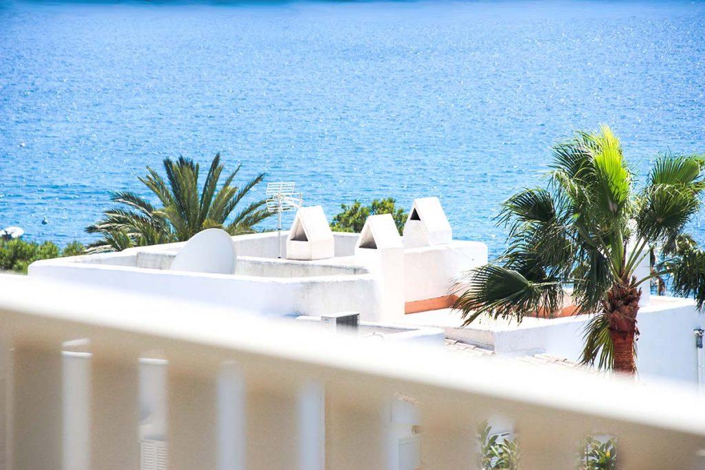 vacaciones mallorca portopetro vista casas agua clara azules Niu D´Aus terracita holiday hotel petit
