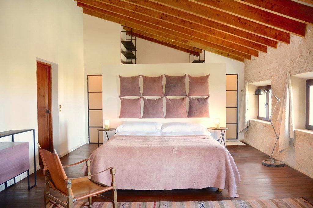 designhotel.cozy.maison.dux.hotel.homestay.mallorca.casa.luxus.espanyolet.washed.linen.bedroom.retreats