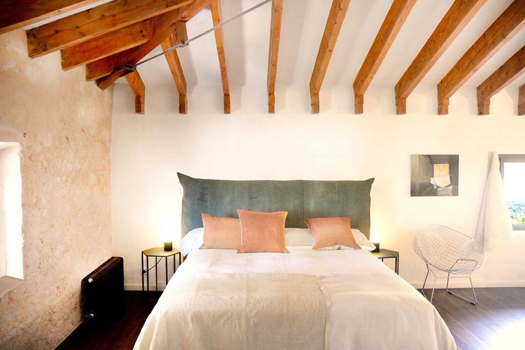 hotelito.cozy.maison.dux.hotel.homestay.mallorca.casa.luxus.espanyolet.washed.linen.bedroom