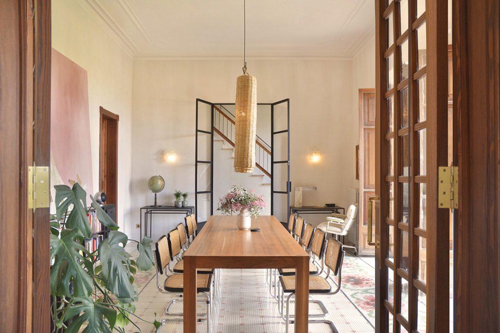 hotelito.cozy.maison.dux.hotel.homestay.mallorca.casa.luxus.finca.large.table.dwell.retreats