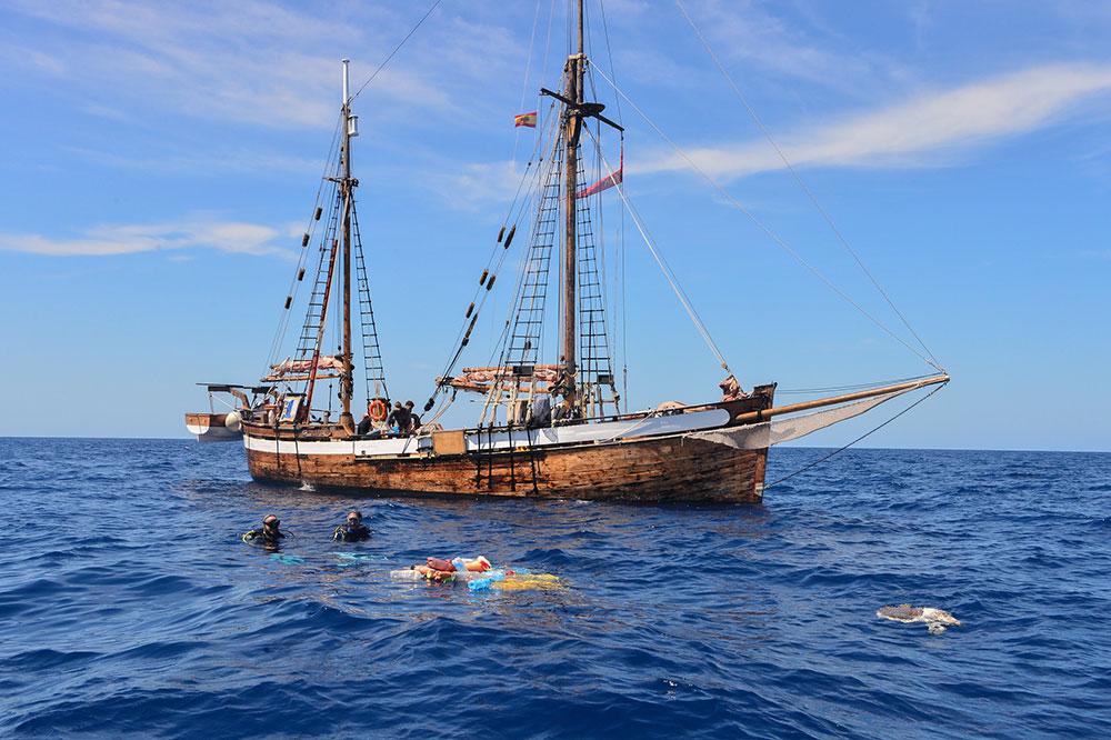 savethemed.mallorca.marvelero.sailing.ship.sea.ngo.STM-MED-GHOST-FADS