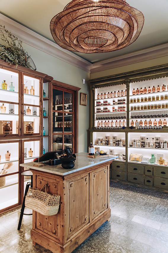 son.moragues.gin.ginebra.experience.tasting.shops.mallorca-artesanal.casita.olivar.tienda