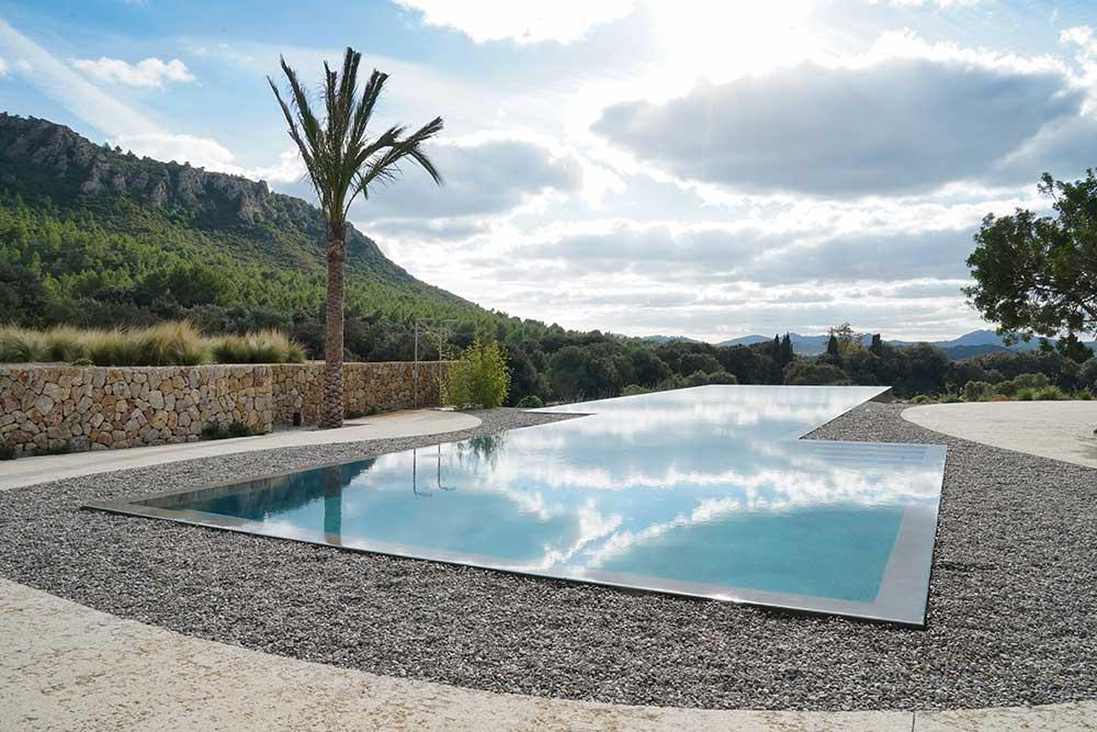 es.raco.arta.sustainable.holidays.hotel.mallorca.pool.infinity.instagram.piscina.retiro.retreat.bienestar.alma.calma