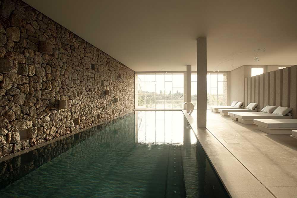 es.raco.de.arta.yoga.retreat.mallorca.healthy.sustainable.holiday.indoor.pool.piscina.interior