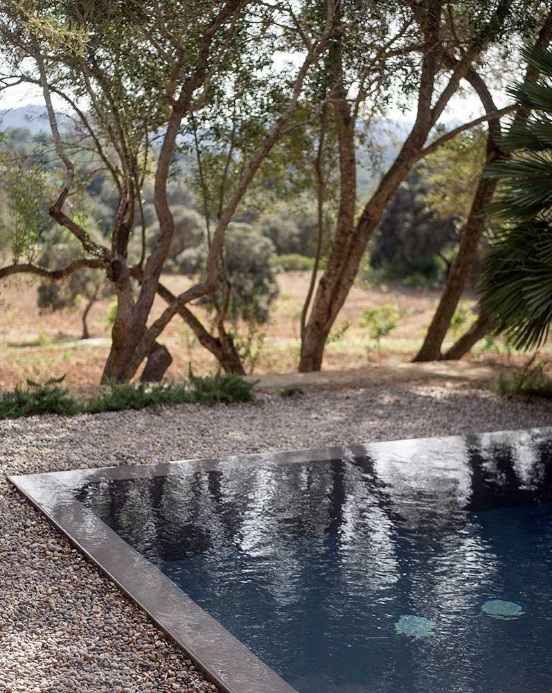 es.raco.de.arta.yoga.retreat.mallorca.healthy.sustainable.holiday.pool.outdoors.natural.saltwater