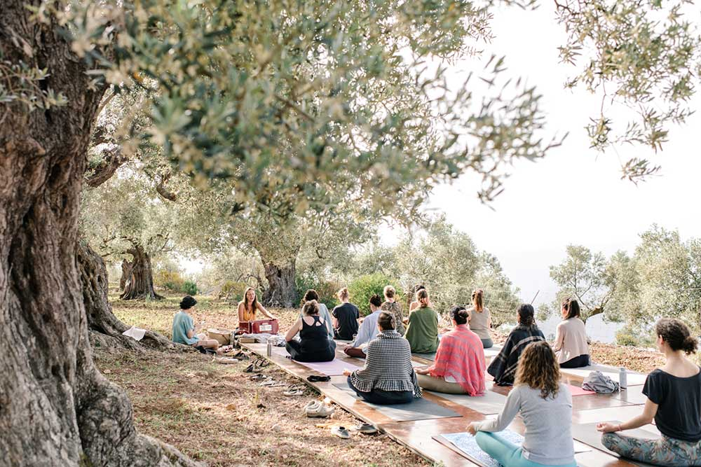 Mallorcalma-Glamping-Yoga-Retreat-maria.hibbs.jivamukti.yoga.lily.sielaff.miramar.mallorca.son.marroig.sa.foradada.chant.mantra.harmonium