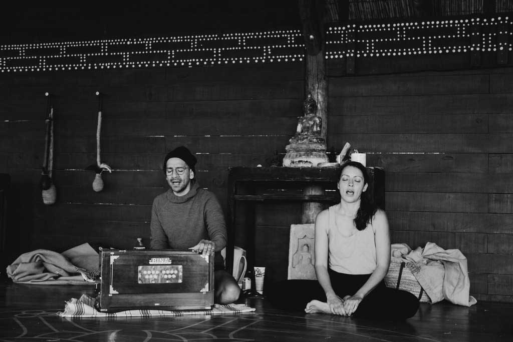 jivamukti.yoga.mallorca.juan.sierra.lily.sielaff.mallorcalma.retiro.retreat.finca.osa.major.ahimsa.ashtanga.meditate.chant.mantra.japa