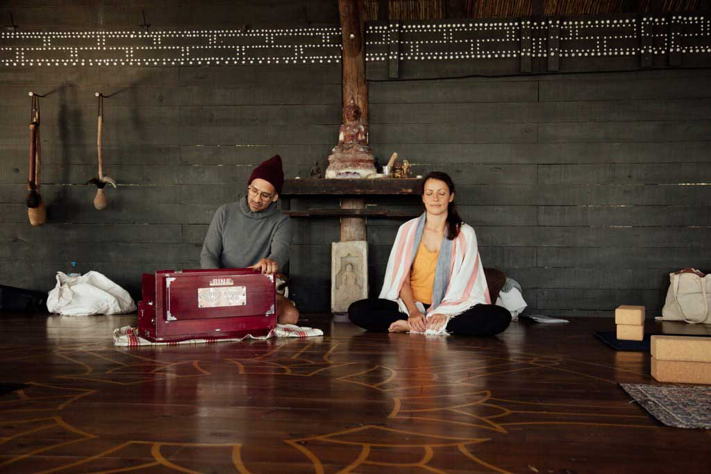 jivamukti.yoga.mallorca.juan.sierra.lily.sielaff.mallorcalma.retiro.retreat.finca.osa.major.ahimsa.ashtanga.meditate.chant.mantra